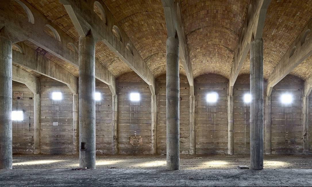 A imagem do espanhol Alfonso Batalla mostra um depósito vazio em uma fábrica de açúcar em Bilbao Alfonso Batalla