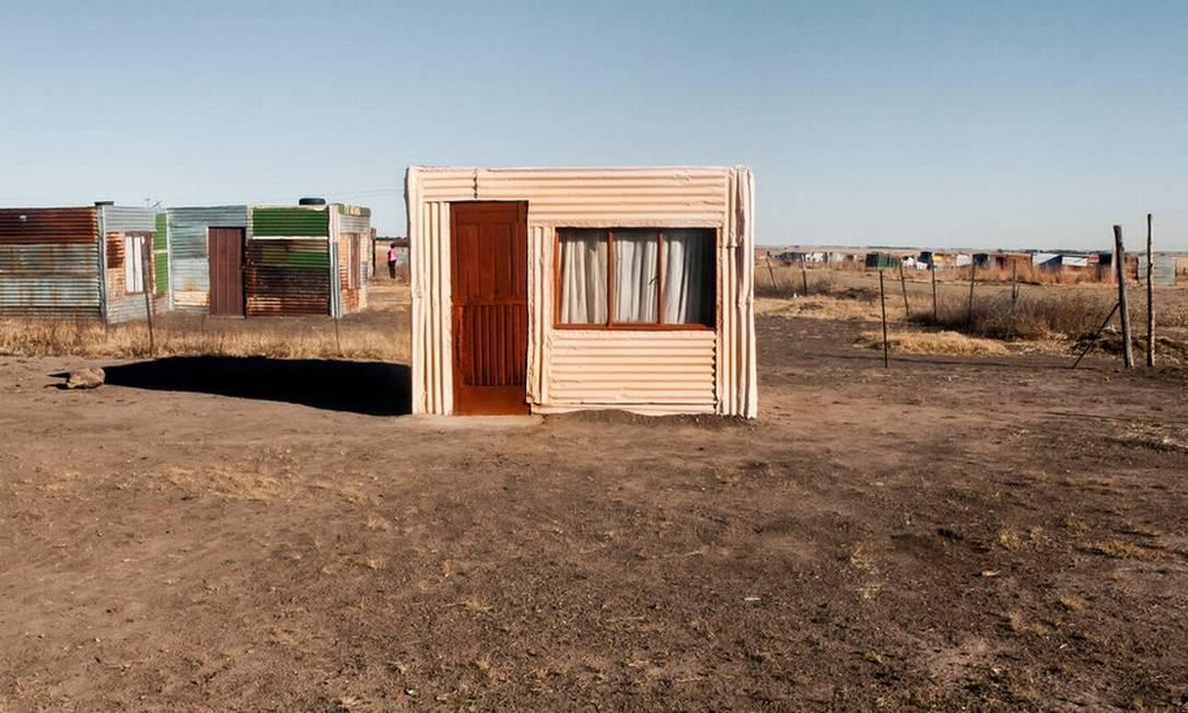 O holandês Frank Trimbos participa do concurso com esta imagem de barracos improvisados em um vilarejo rural na África do Sul Frank Trimbos