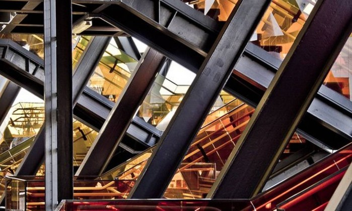 A britânica Clarissa Debenham mostra escadarias do Estádio Olímpico de Londres Clarissa Debenham
