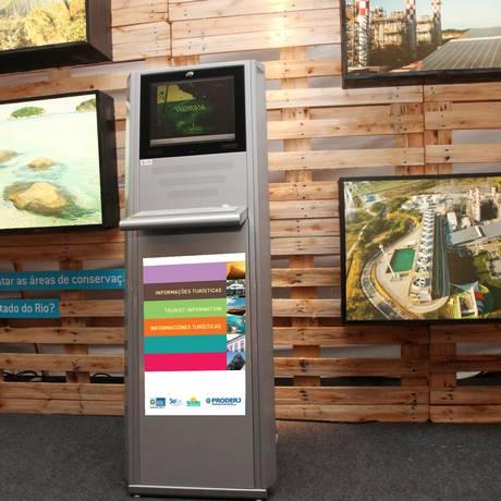 Totens com informações turísticas são instalados no Aeroporto Tom Jobim Foto: João Calandrini / Divulgação