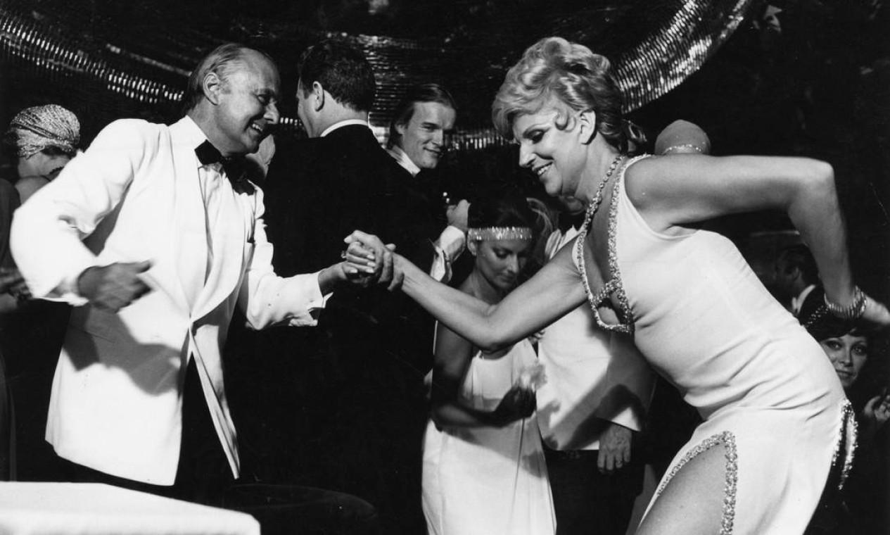 Em 1976, dançando com o socialite Jorginho Guinle Foto: Arquivo / Agência O Globo