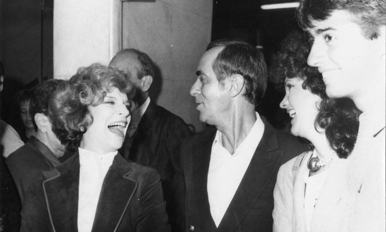 Tonia Carrero, Dias Gomes e Rosamaria Murtinho em março de 1983 Foto: Divulgação
