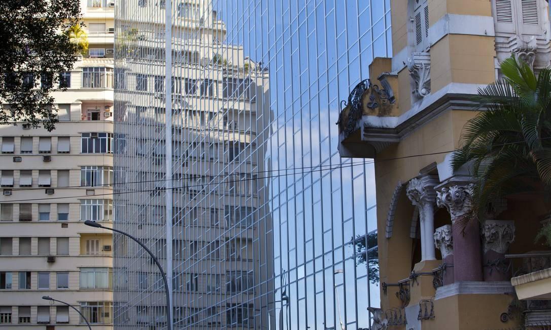 Antigo prédio da TV Manchete, na Rua do Russel Foto: Mônica Imbuzeiro / O Globo