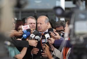 O criminalista Alberto Zacharias Toron fala em defesa do deputado federal João Paulo Cunha, após o voto do ministro Ricardo Lewandowski Foto: André Coelho/O Globo