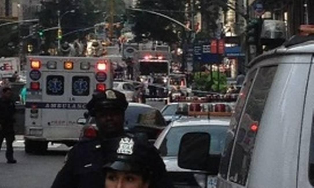@ScottMAustin mostra o caos de carros em frente ao Empire State, minutos após o incidente Foto: Internet / Divulgação