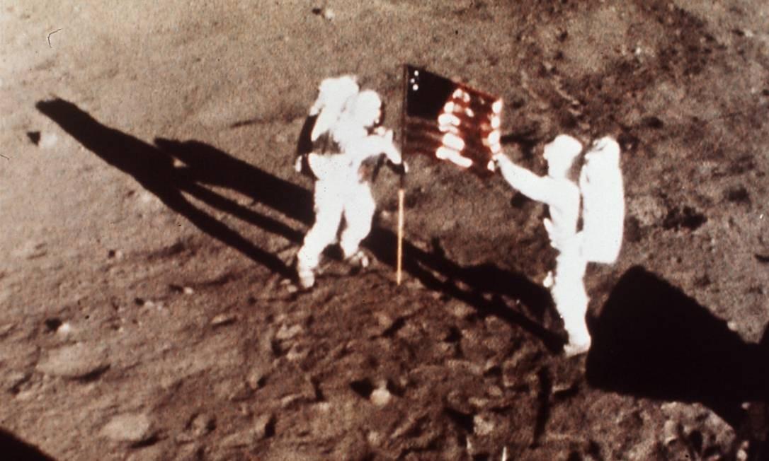"""Ao chegar à Lua, Armstrong disse a famosa frase """"Este é um pequeno passo para o homem, mas um grande salto para a humanidade"""" Foto: AP"""