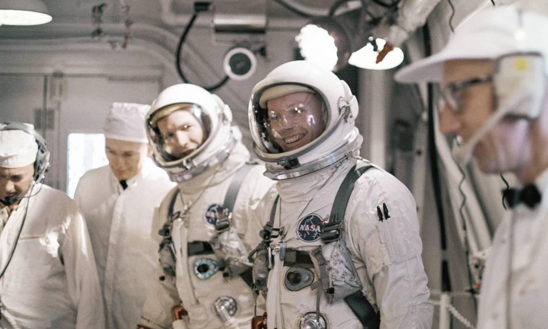 Somente três astronautas tripularam os módulos da Apollo 11, que chegou ao astro em 20 de julho de 1969 Foto: AP