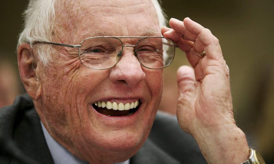 Anos depois, Armstrong continuou partipando de eventos da Nasa, como o encontro do Comitê de Ciência e Tecnlogia dos EUA em 2011 Foto: AP