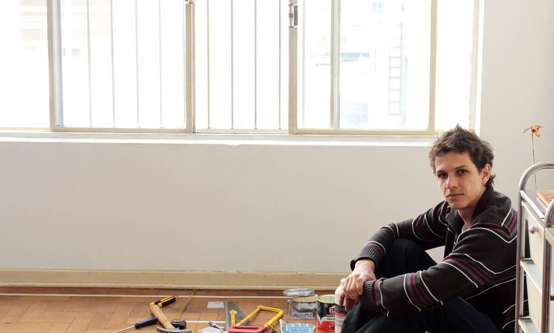Rafael Losso, mora sozinho para ter privacidade Foto: Agência O Globo / Eliara Andrade