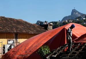 Uma casa da Villa Aymoré sendo recuperada: as nove residências antigas e um hotel vão abrigar escritórios Foto: Ana Branco / Agência O Globo