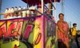 Denise Sodré vende açaí no parque em sua barraca grafitada