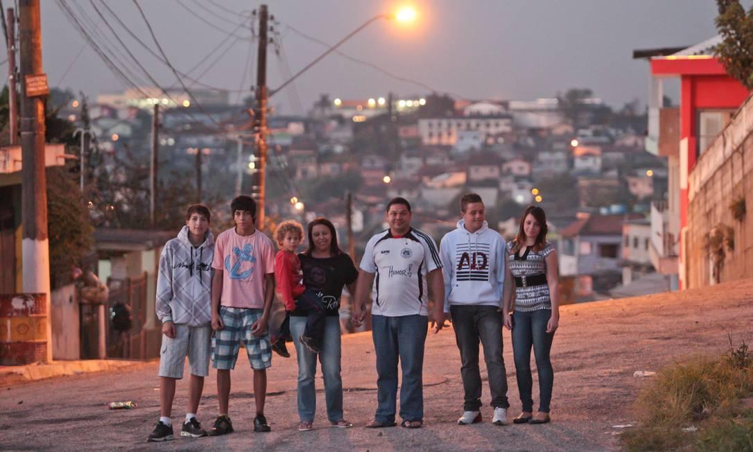 Andrea Guilherme e Andress Guilherme com os filhos Foto: Agência O Globo / Marcos Alves