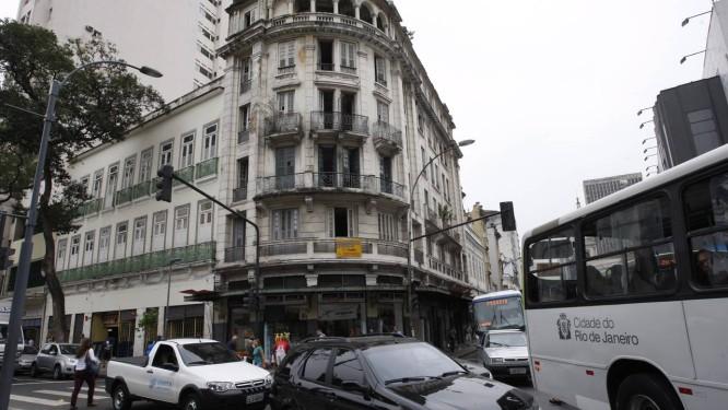 Antigo ponto de prostituição, o Hotel Paris, na Tiradentes, passará por reforma para ressurgir como cinco estrelas Foto: Marcos Tristão / O Globo