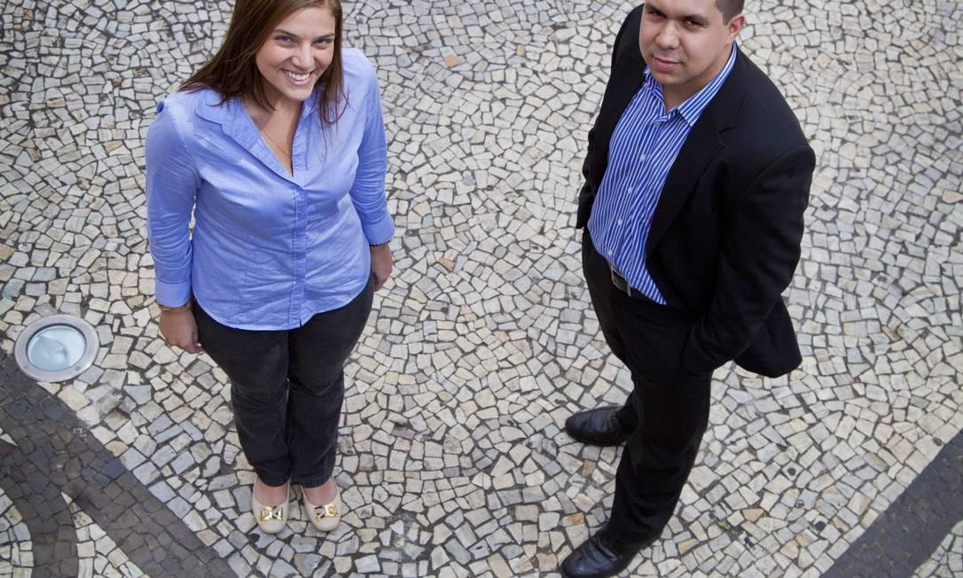 Carolina Pirmez, trainee da Unilever, e Jonathan Almeida, estagiário da Visagio: programas dos sonhos Foto: Mônica Imbuzeiro
