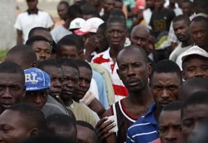 Haitianos chegam ao Brasil via Brasileia, no Acre, vindo pela Bolívia, em janeiro Foto: Michel Filho/5-1-2012 / O Globo