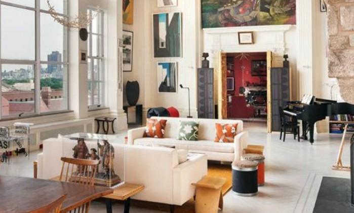 O apartamento tem colunas coríntias feitas de gesso veneziano. As janelas vão do piso até o teto Reprodução internet/Curbed