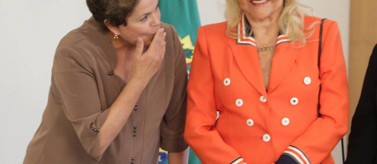 Presidente Dilma e a ex-deputada Nice Lobão, uma das idealizadoras do projeto que criará cotas sociais em todas as universidades federais do país Foto: André Coelho / Agência O Globo