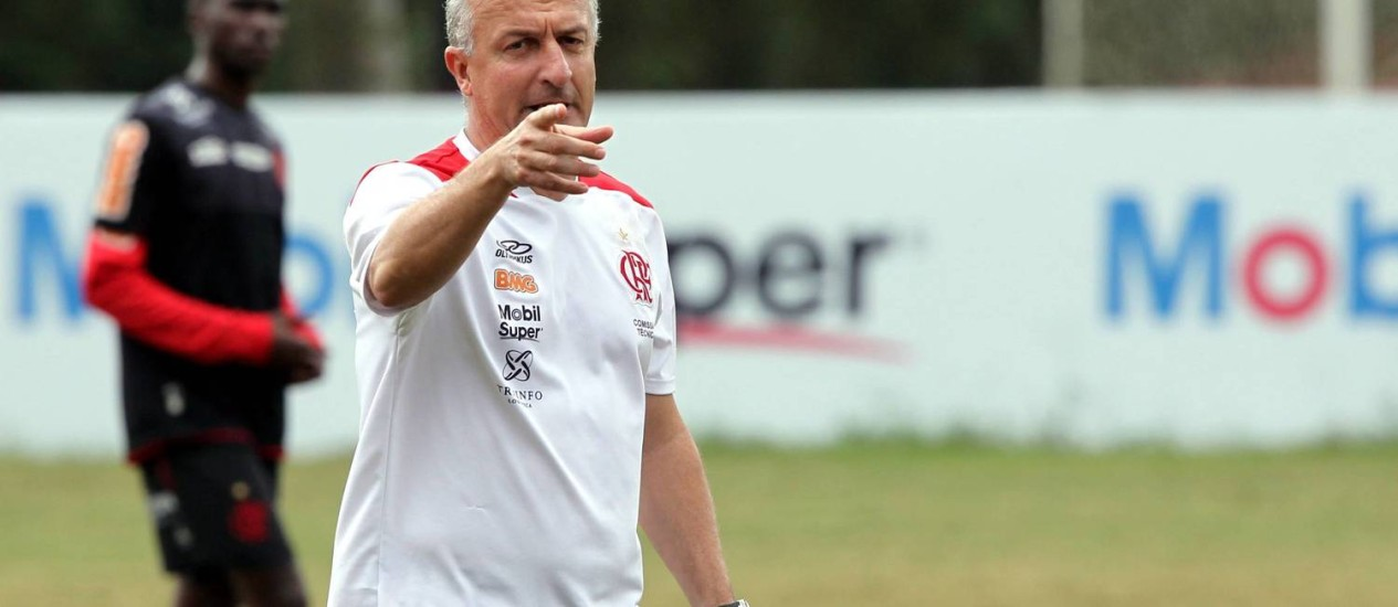Dorival Júnior não gostou da atuação do Flamengo diante do Sport Foto: Cezar Loureiro