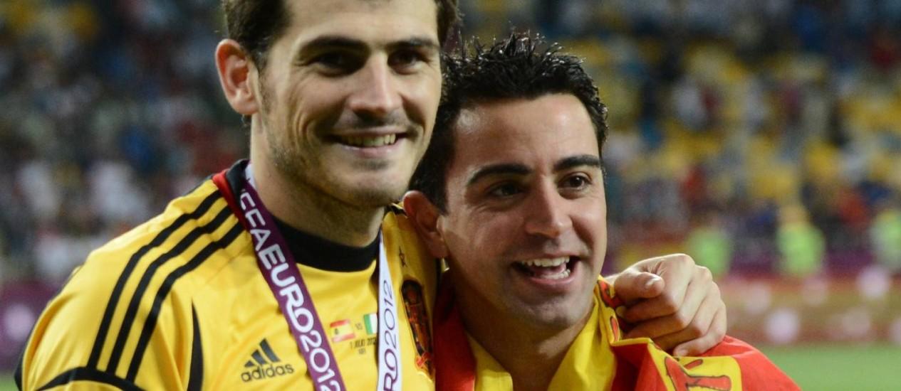 No auge da carreira, Casillas e Xavi ajudaram a Espanha a ganhar duas Eurocopas e uma Copa do Mundo Foto: AFP (01-07-2012)