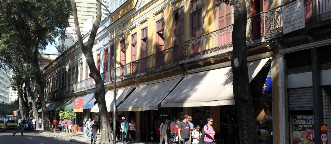 O tradicional comércio da Rua da Carioca pode perder 19 de suas lojas Foto: Domingos Peixoto / O Globo