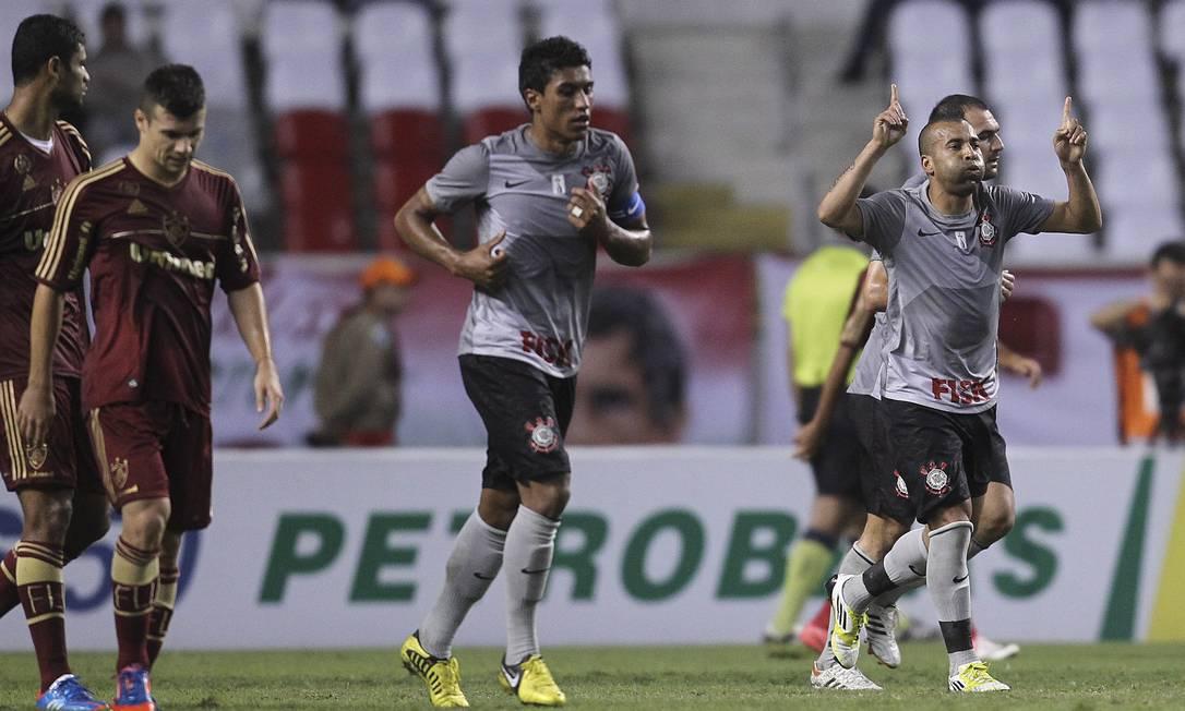Ex-jogador do Fluminense, Emerson abriu o placar no primeiro tempo Alexandre Cassiano / O Globo