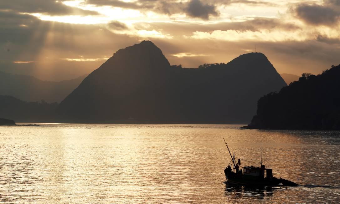 Sol aparece entre nuvens no início da manhã desta quinta-feira Gabriel de Paiva / O Globo