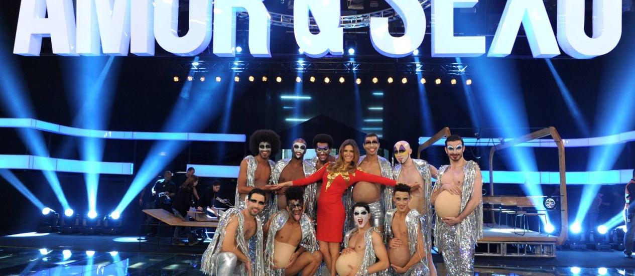 """Fernanda Lima fez questão de incluir um corpo de baile formado só por bailarinos homens: """"Na televisão, isso é incomum. Mas as mulheres também merecem ver homens bonitos dançando"""" Foto: Divulgação TV Globo"""