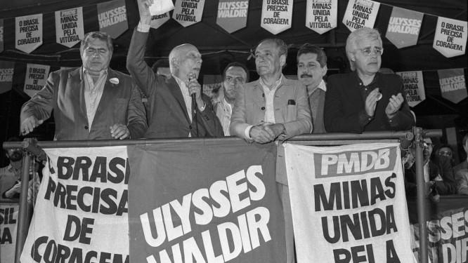 Ulysses Guimarães em ato de campanha Foto  Agência O Globo   Antonio Lara f56671e80f867