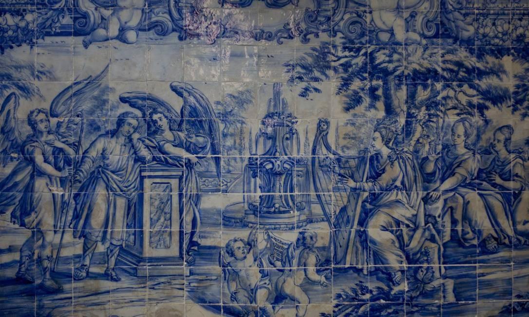 Os azulejos são uma marca forte da arquitetura portuguesa. No total a igreja tem cerca de 8.000 azulejos na nave, altar, sacristia e coro Pedro Kirilos / O Globo