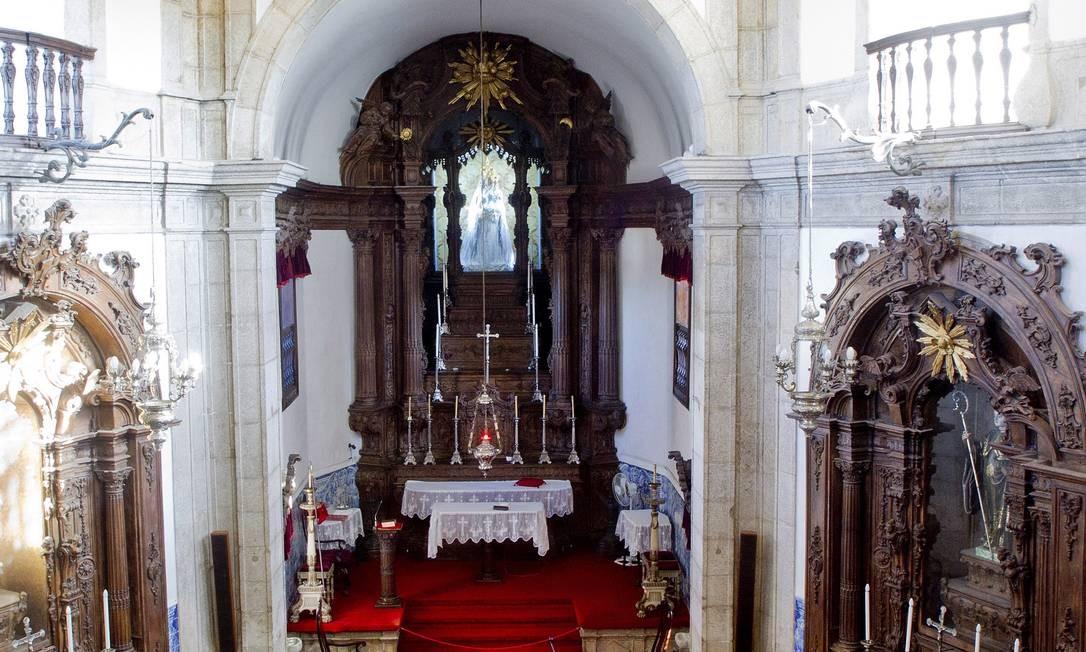 A talha de madeira do altar é de autor desconhecido. No anos 1920, o poeta Manuel Bandeira protestou contra a retirada do douramento da talha Foto: Pedro Kirilos / O Globo