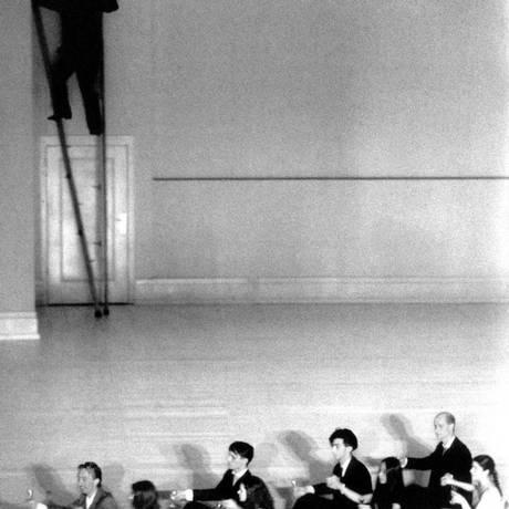 """""""Two cigarettes in the dark"""" marcou a abertura, no último fim de semana, da temporada 2012/13 da Tanztheater Wuppertal Foto: Divulgação / Delef Erler"""