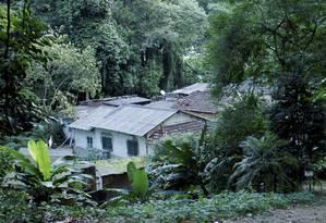 Algumas das casas que ficam no terreno do Jardim Botânico Foto: Marcelo Piu / O Globo