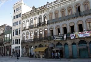 A Praça Tiradentes, no Centro, está recebendo novos investimentos, como hotéis, restaurantes, escritório de advocacia e casas noturnas Foto: Gustavo Stephan / O Globo