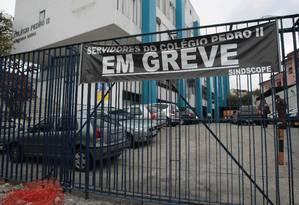 Portões fechados no prédio da unidade São Cristóvão do Colégio Pedro II Foto: Hudson Pontos/12-09-2011