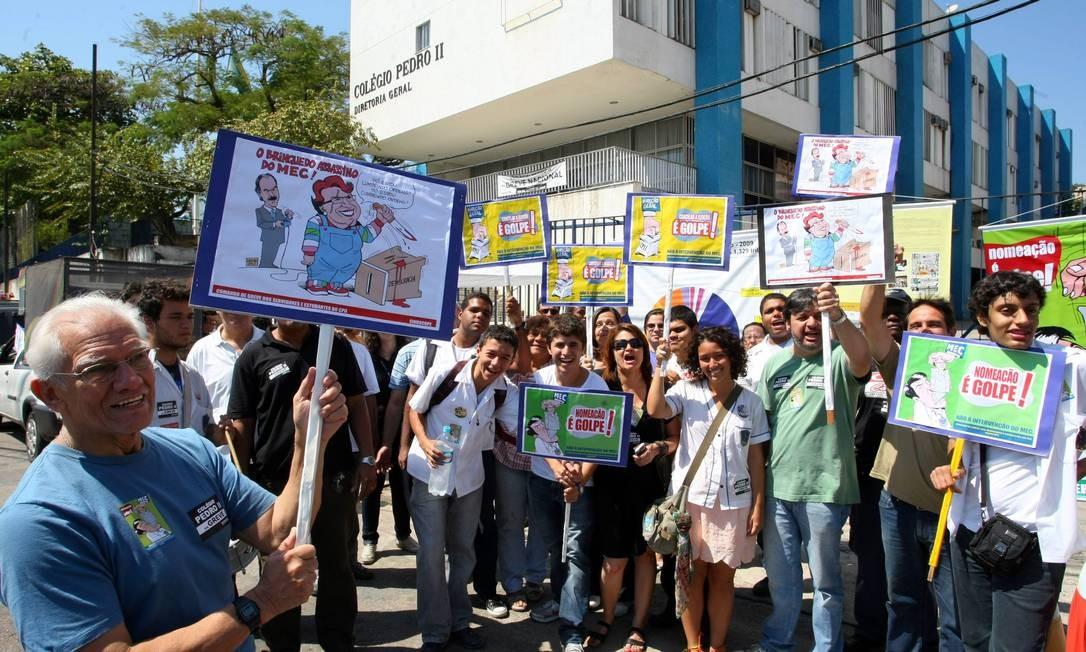 Fúncionarios e estudantes protestam em frente à unidade São Cristóvão do Colégio Pedro II Foto: Guilherme Pinto