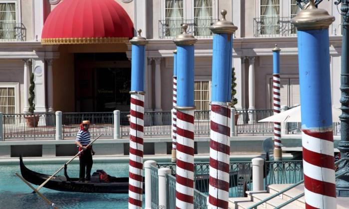 As gôndolas venezianas também estão por Vegas, no The Venetian Marcelo Carnaval / O Globo