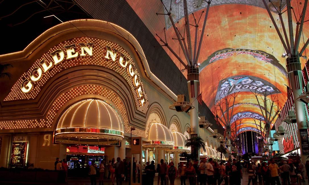 Na Fremont Street, luzes e cores dos cassinos da Las Vegas de ontem animam a noite de hoje Marcelo Carnaval / O Globo