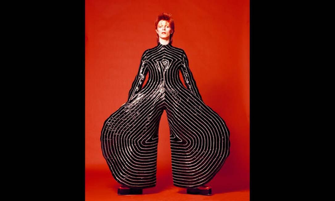 Figurino usado por Bowie na turnê 'Aladdin Sane', de 1973, por Kansai Yamamoto Foto: Divulgação/Masayoshi Sukita