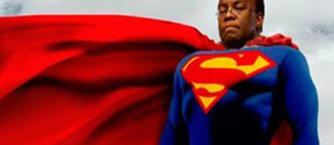Meme com o ministro Joaquim Baebosa de Super Homem circula nas redes sociais Foto: Reprodução internet