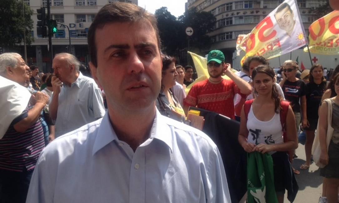Marcelo Freixo participa da Marcha dos Excluídos no Centro Foto: Vera Araújo
