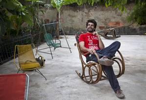 O diretor Luiz Fernando Carvalho em uma das residências usadas como locação de