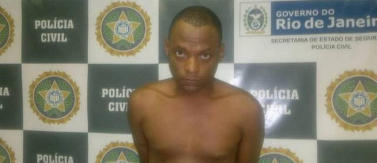 Ronaldo Ribeiro, de 32 anos, foi preso em flagrante com o material roubado Foto: EXTRA