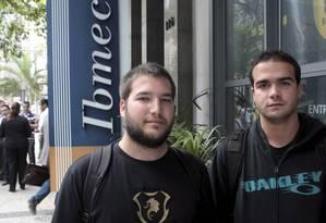 Guilherme Casanova e Thiago Bassalo, alunos do Ibmec. Foto: Agência O Globo / Gustavo Stephan
