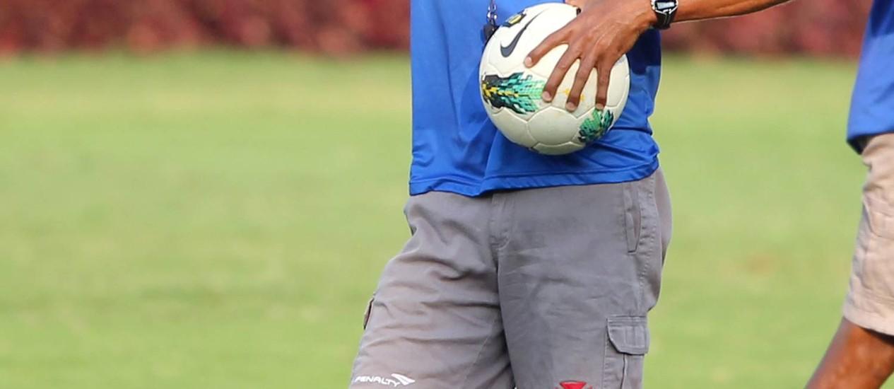 Cristóvão Borges em seu último treino à frente do time do Vasco, nesta segunda-feira, pouco antes de anunciar o pedido de demissão Foto: Ivo Gonzalez / Agência O Globo