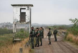 Exército participa de operação no Parque de Gericinó Foto: Cléber Júnior / Extra / O Globo