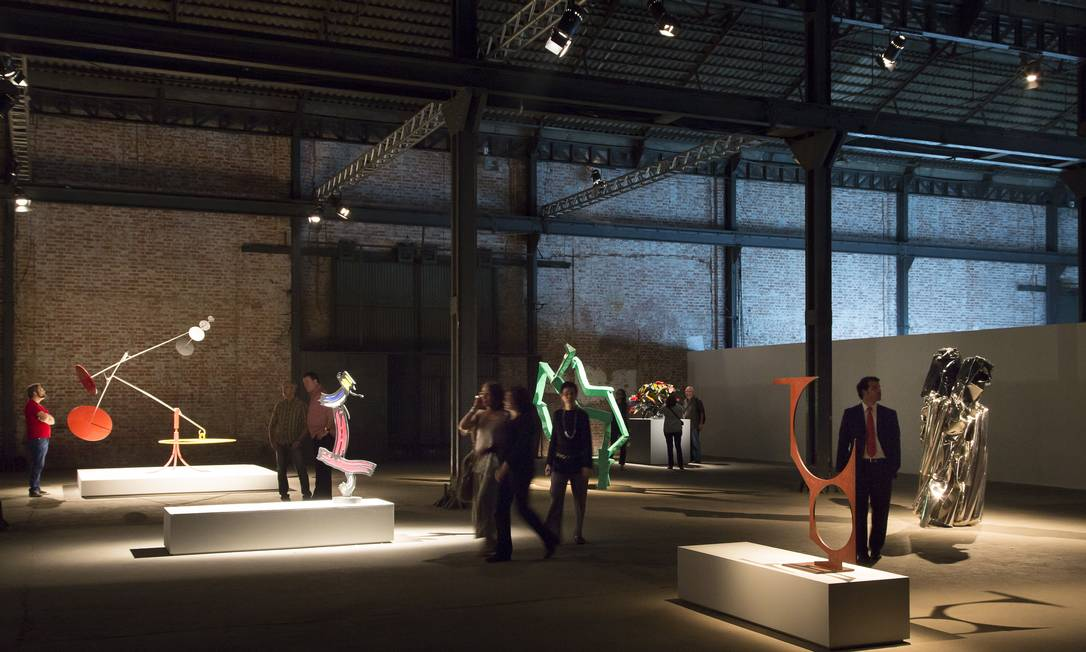 Espaço de exposição da americana Gagosian, com esculturas de Alexander Calder, Henry Moore e Yayoi Kusama Foto: Leo Martins