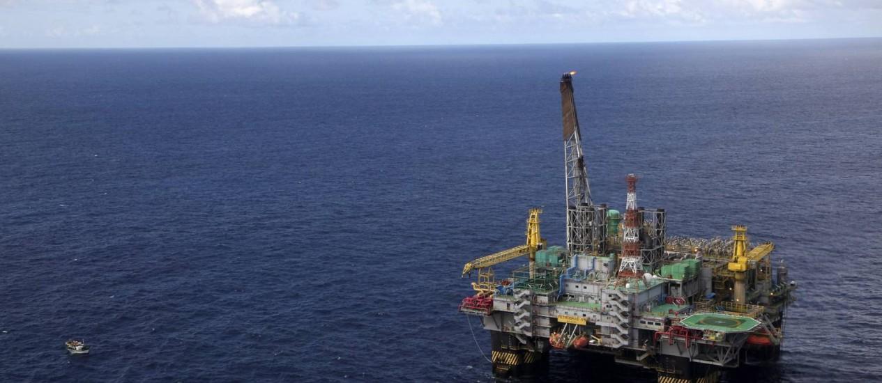 Alto-mar. No Campo de Marlim Sul, plataforma P-51: produção de óleo na região está muito abaixo do esperado Foto: Bloomberg News