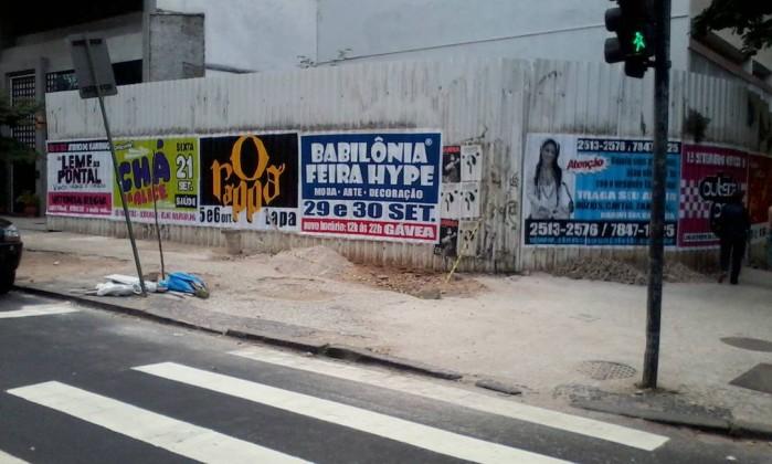 Obras de manutenção da calçada das ruas Vinicius de Moraes e Alberto de Campos, em Ipanema, se estendem há 32 dias Foto do leitor Paulo Rocha Prista / Eu-Repórter