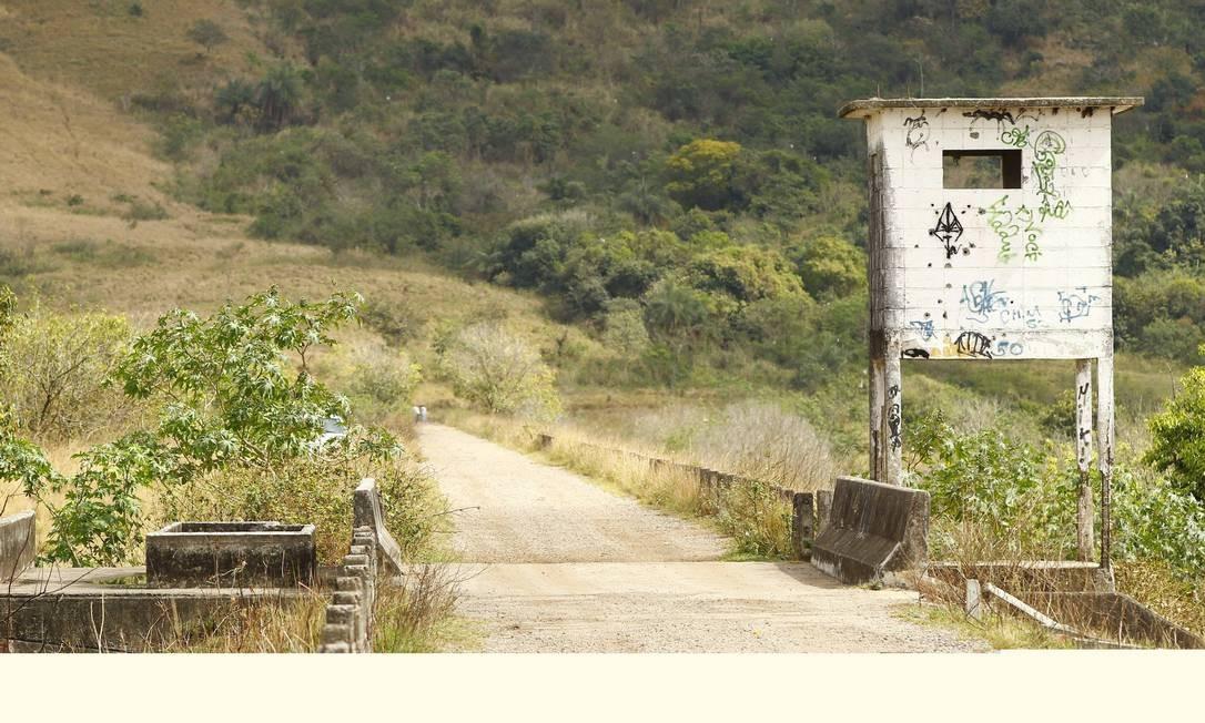 Guarita do Exército abandonada na entrada do Parque de Gericinó Foto: Pablo Jacob / O Globo