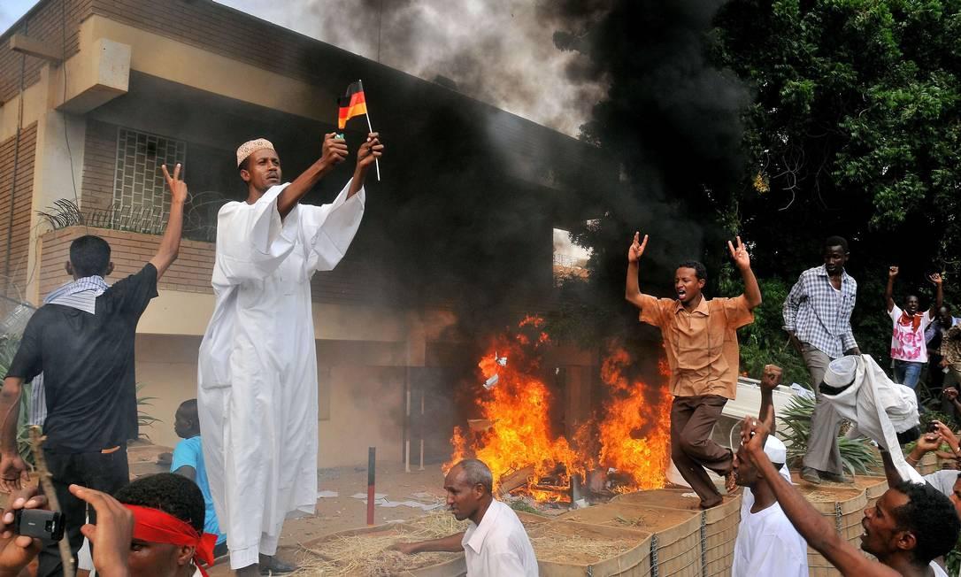 No Sudão, o alvo foi a embaixada da Alemanha ASHRAF SHAZLY / AFP